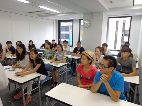 日本留学上课中